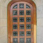 Cadre de porte en cours de restauration: faux chêne