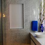 salle de bain, marbre, faux marbre, faux fini, gris, noir, blanc, fenêtre , design d'intérieur, décoration, sur mesure